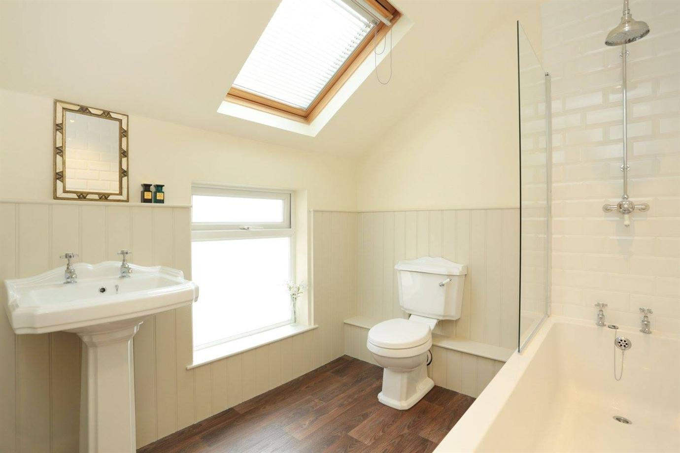 Farrow and ball white tie - Bathroom In Shaded White And Clunch